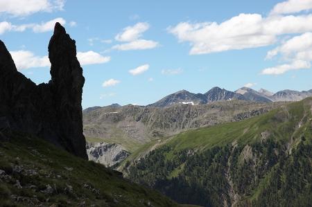 Aiguille calcaire sous le col de Pelouse