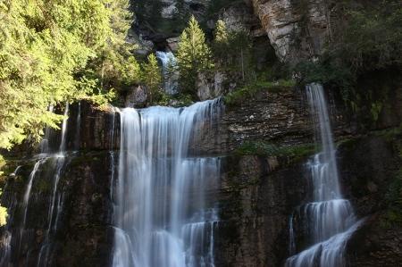 La grande cascade. Au fond, on distingue la cascade supérieure située sous les sources du Guiers