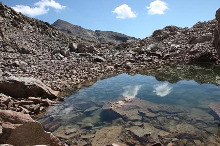 Le lac du Mont Rond. Au fond le Mont Clapier