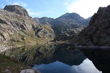 Le lac de la Fous. Au fond, à gauche, le Mont Rond, au centre, le Mont Clapier